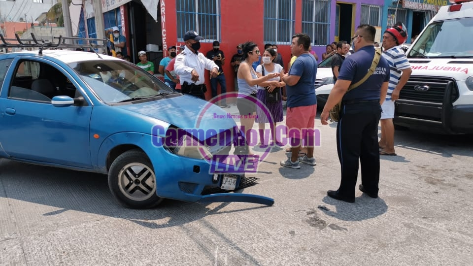 carros, Carmen policiaca, accidente - Accidente termina en golpes y posibles fracturas - policiaca