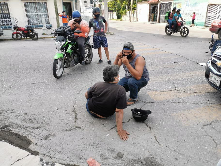 policiacas, carmen, accidente - Se lesiona motociclista en accidente - policiaca